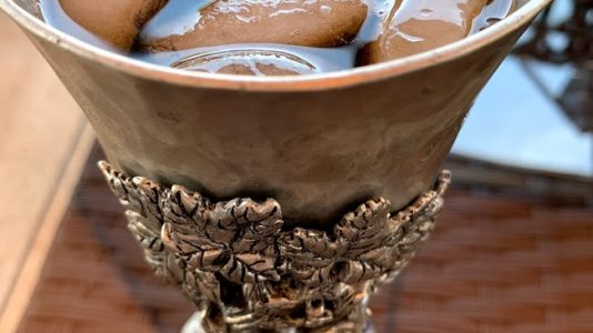 Ice-Tea-in-Wine-Goblet